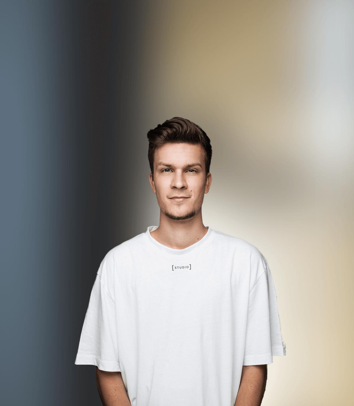 Erik Aland mit weißem Shirt