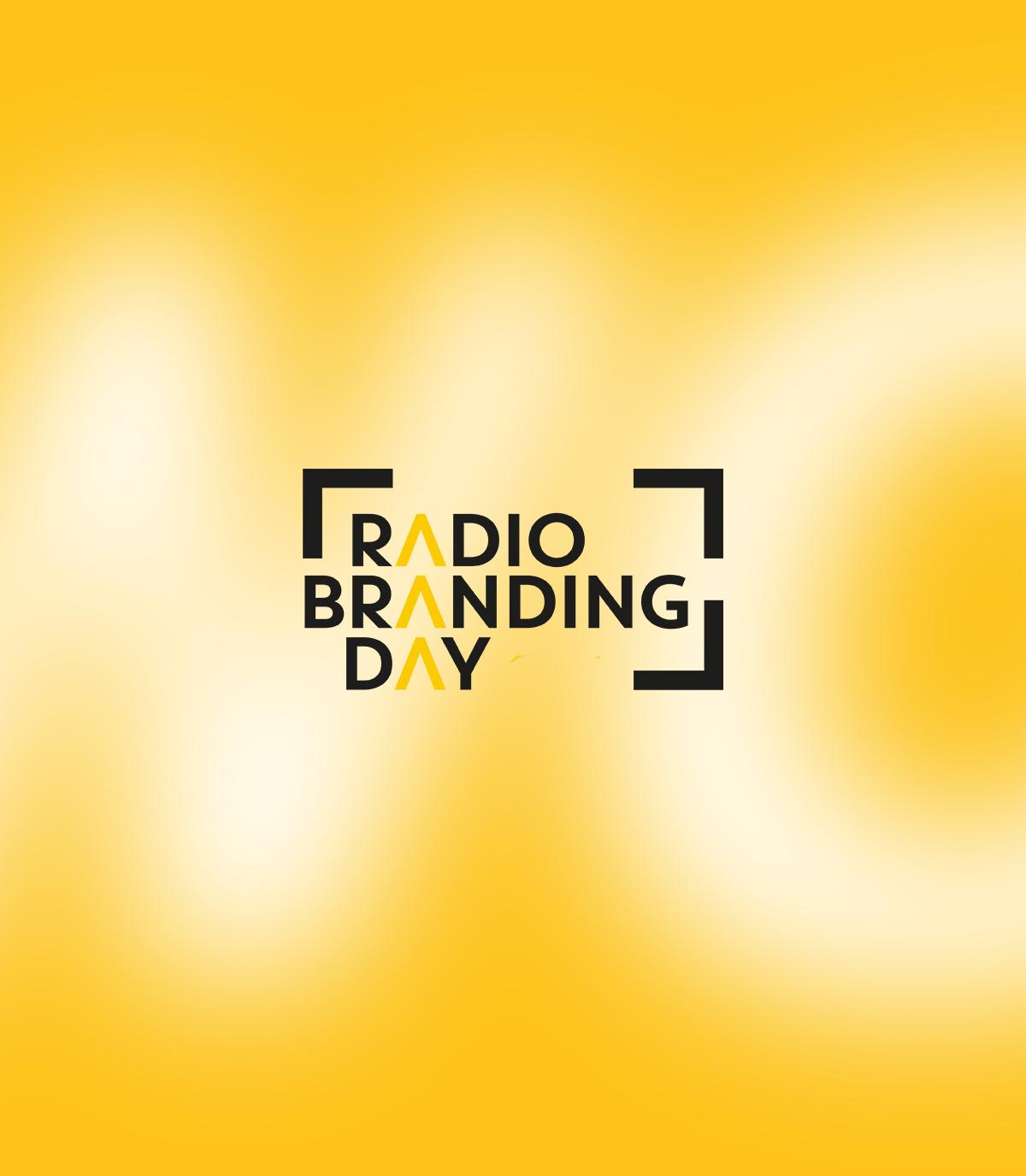 Radiobranding Day Logo auf gelbem Hintergrund